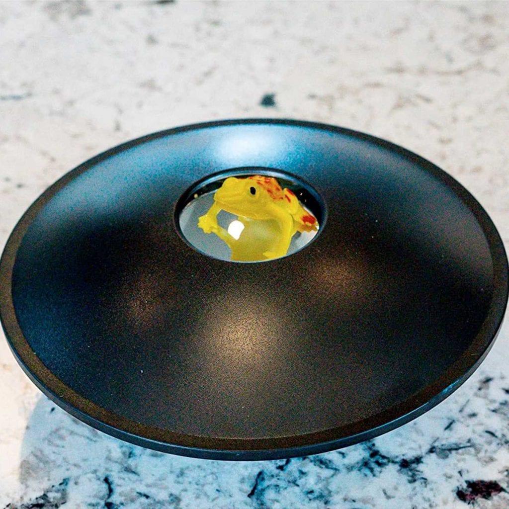 Toysmith 3D Mirascope Hologram Generator with Frog – Novelty Gadget For Men