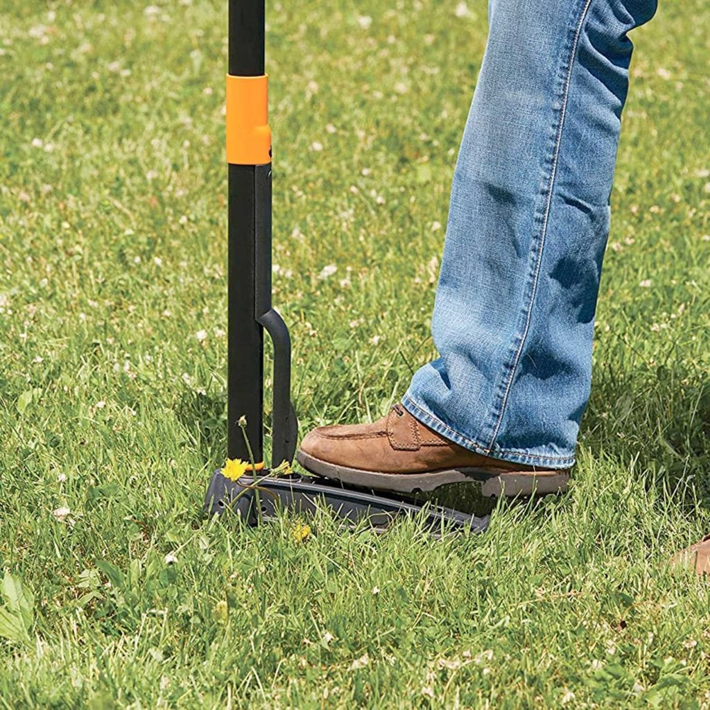 Fiskars 4-Claw Stand Up Weeder With Easy Eject in Ground - Good Fathers Day Gifts For Dad